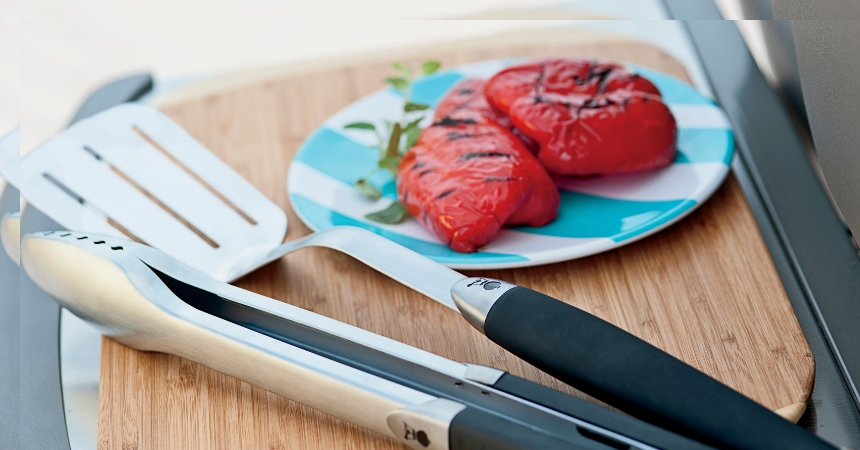 grillbestek, borstels, vet opvangbakjes, afdekhoezen, snijplanten en houtsnippers.